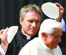 Ratzinger y secretario Georg