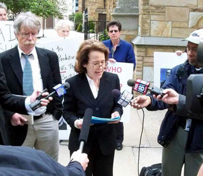 Doyle abogada USA acusa papa encubrir curas pederatas