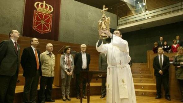 Angel de Aralar Parlamento Navarra