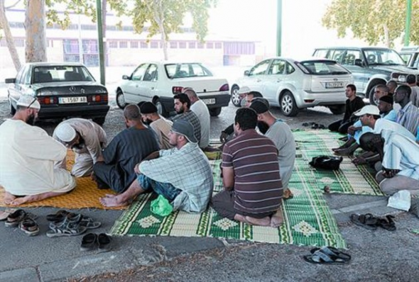 Musulmanes rezan Lleida