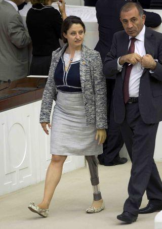 Safak Pavey diputada turca