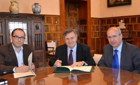 Firma acuerdo programas religiosos RTVCLM 2013