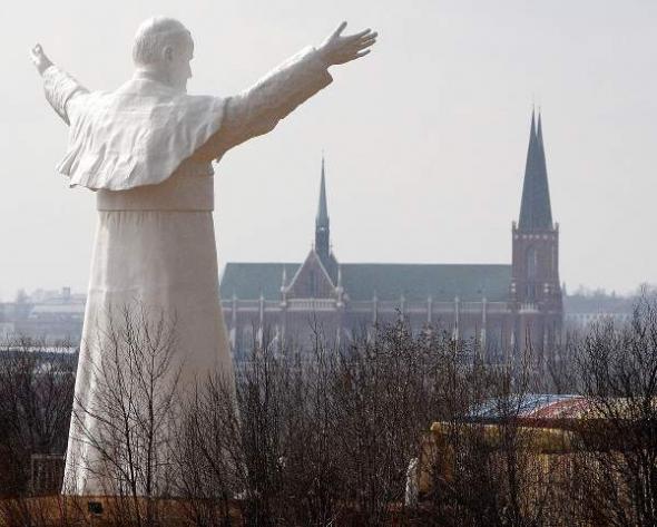 estatua gigante Juan Pablo II Polonia 2013