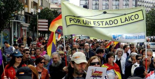 Asturias Laica Por un Estado Laico en una manifestación republicana
