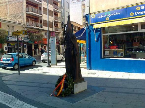 Alcantarilla calle Mayor monumento nazareno