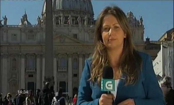 Reportera de TVG en Vaticano