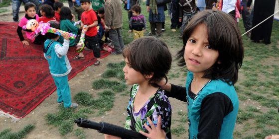 Jugando niños Afganistán
