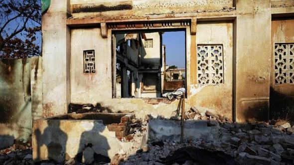 Birmania casas musulmanas quemadas por budistas