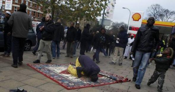musulmán rezando en Londres 2013
