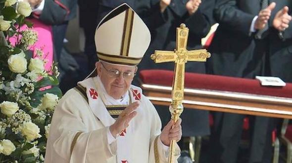 Bergoglio papa ornamentos