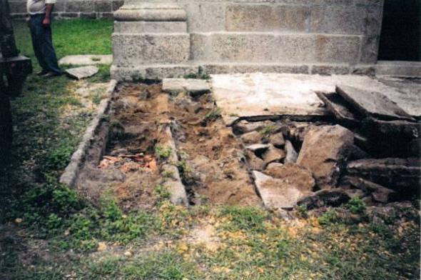 Iglesia Ponteareas atrio 2003