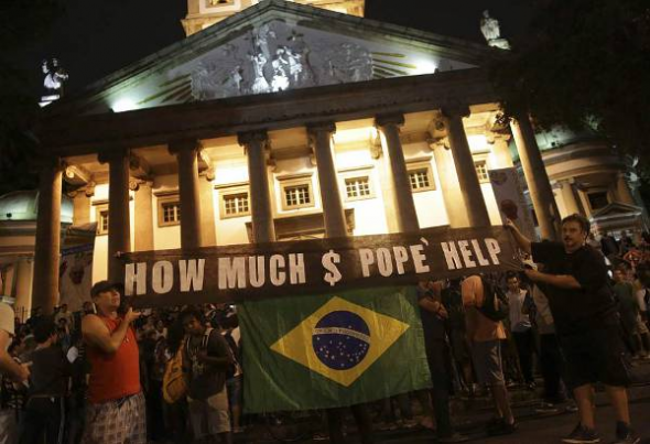 protestas visita Bergoglio Brasil 2013