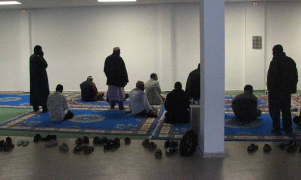 rezando mezquita Salt