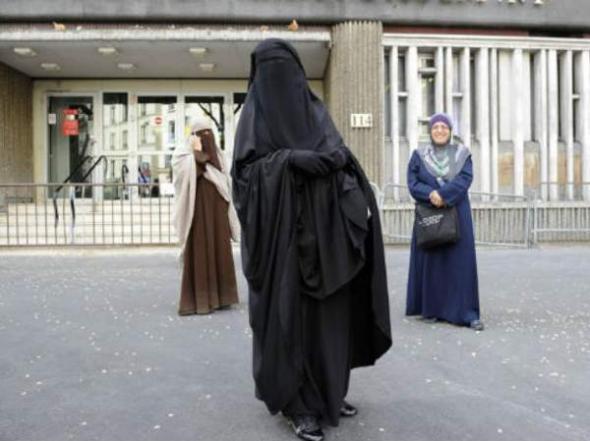 mujeres con burka niqab velo