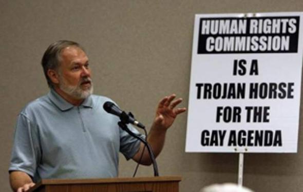 pastor fundamentalista anti gay Uganda