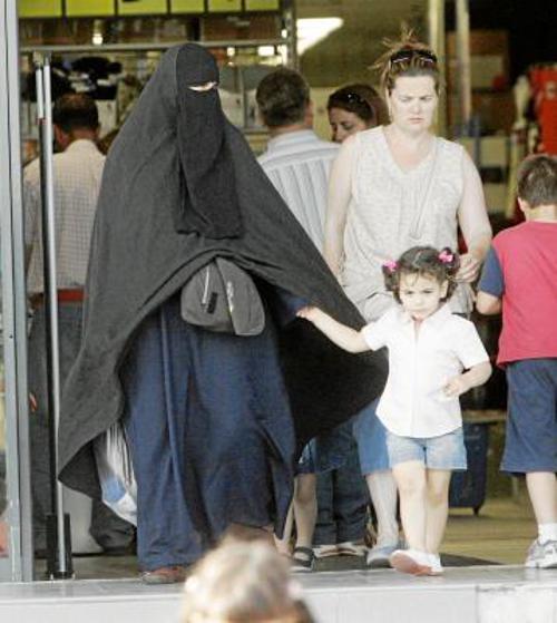 mujer con burka Sevilla