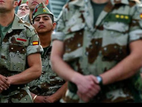 soldados y gassto militar