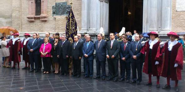 Ayuntamiento ante la Virgen de las Angustias