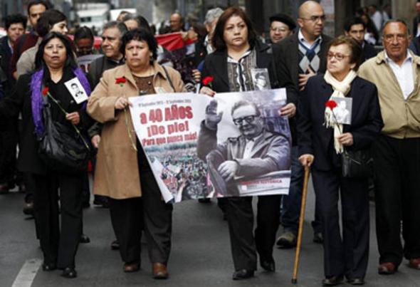 mani desaparecidos dictadura Chile