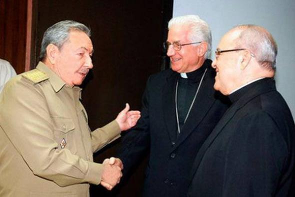 Castro y obispos Cuba 2013