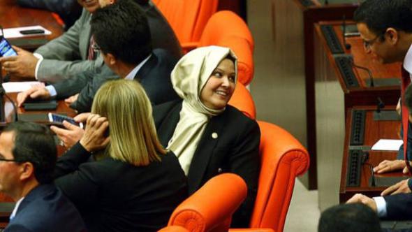 Diputada turca con velo