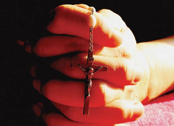 crucifijo manos