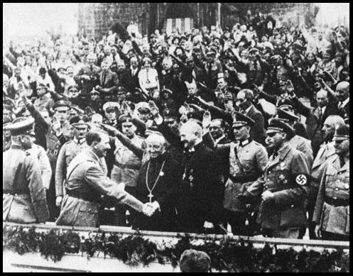 Hitler con Obispo Muller