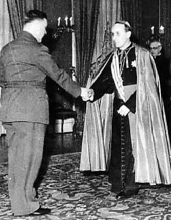 Alojzije Stepinac, arzobispo de Zageb, con el dictador nazi Ante Pavelic