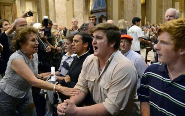 ultras antisemitas Argentina