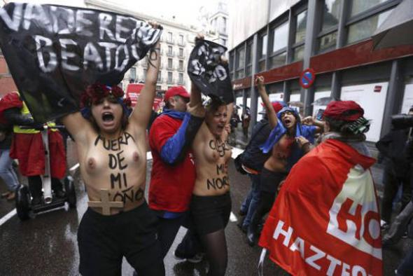 mujeres Femen mani antiaborto Madrid 2013