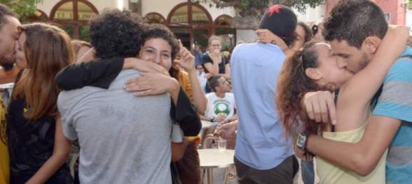 beso en Marruecos protesta