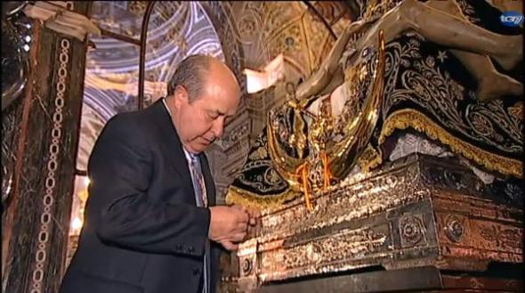 alcalde Granada impone medalla Virgen Angustias