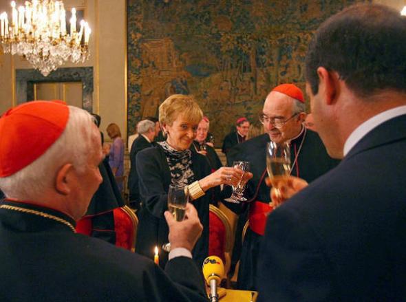 Vicepresidenta Vega PSOE cardenal Sodano y Cañizares 2006