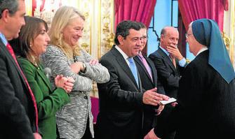 Diputación de Cádiz dona agunaldos a religiosas 2013