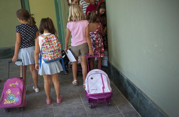 niñas entrando a clase