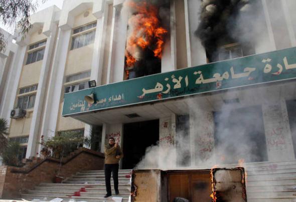 islamistas incendia universidad Egipto 2013