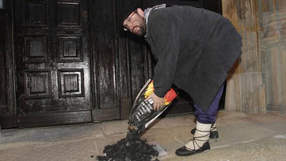 carbón al arzobispo Pamplona 2013