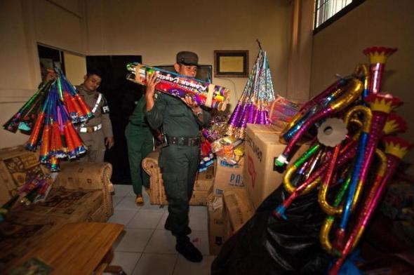 Policía Indonesia impide celebrar año nuevo