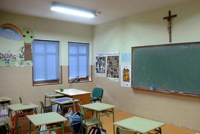 crucifijo en un aula