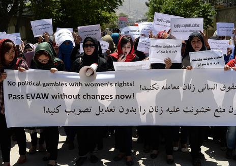 mani mujeres afganas