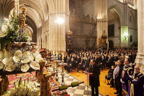 Alcalde Palencia ante la virgen