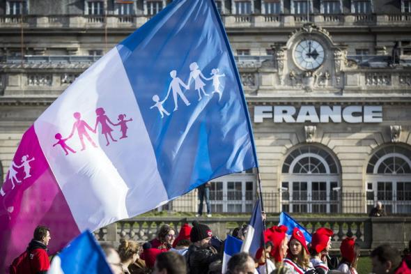 mani familia cristiana Paris