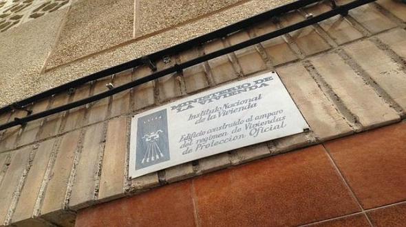 vivienda con símbolo franquista