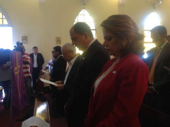 Luis Guillermo Solis gana  Costa Rica acto religioso 2014