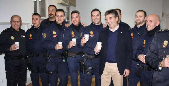 Director General con policías