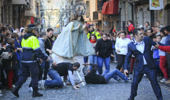 Virgen cae en Alcoi 2014