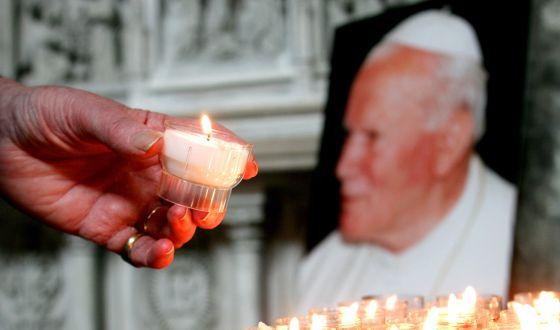 vela a Juan Pablo II