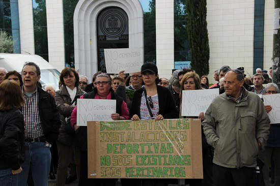 protesta parroquia Catalina Laboure Madrid 2014
