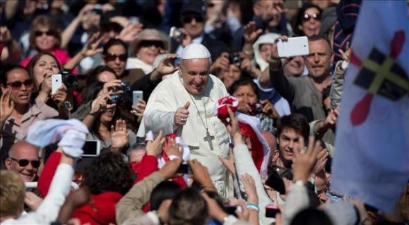 Bergoglio en la plaza San Pedro