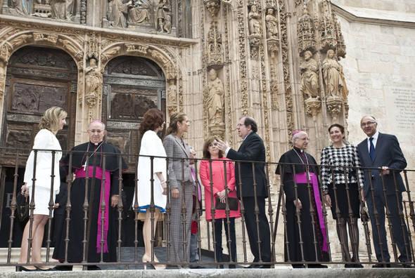 autoridades en Eucharistia Arada 2014
